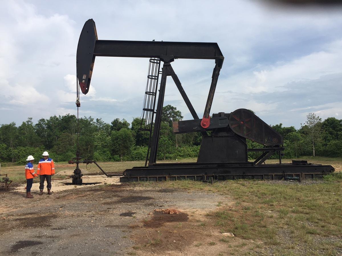 Bass Oil nodding donkey onshore Indonesia Fields